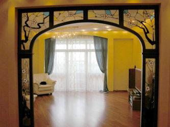 Что лучше арка или дверь в зал?