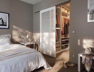 Как отделить гардеробную в спальне?