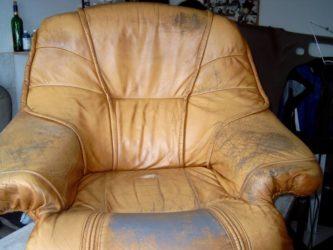 Облез кожаный диван что делать?