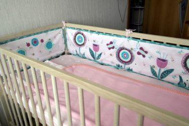 Защита в детскую кроватку своими руками