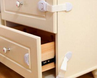 Приспособление чтобы дети не открывали шкафы