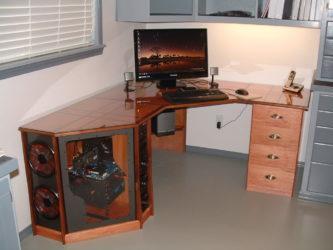 Из чего делают компьютерные столы?